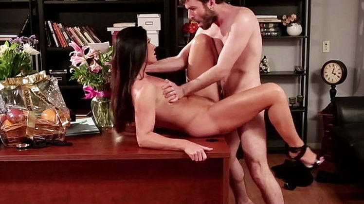 Flower tucci anal fisting