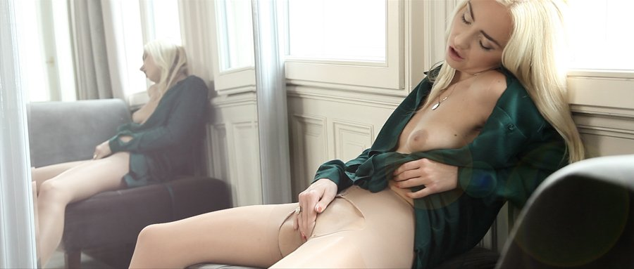 Courtney page nubiles